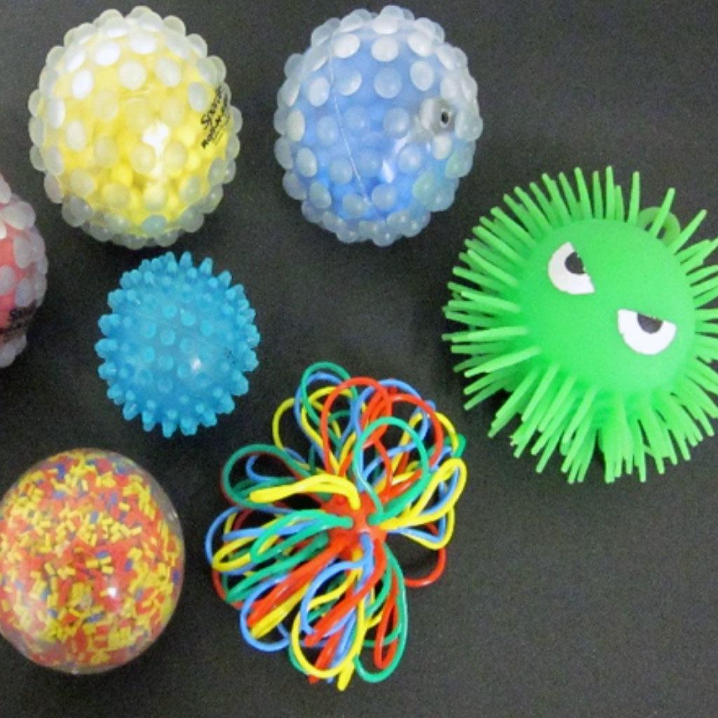 eveil-sensoriel-gamins-exceptionnels-balles-textures